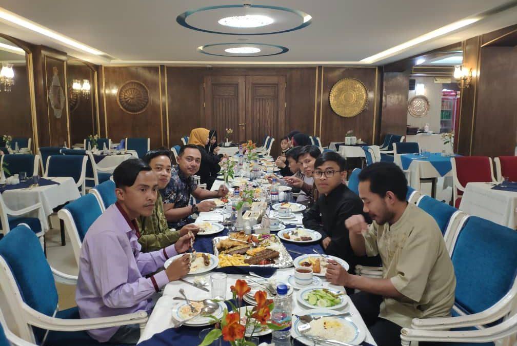 Menjaga Silaturahim, Atase Pertahanan RI Kunjungi WNI di Esfahan